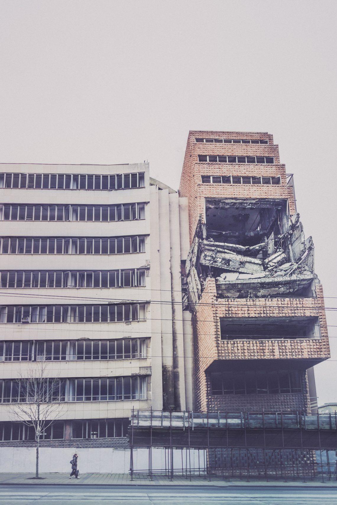 Scars of Yugoslavia's NATO bombing  // Serbia