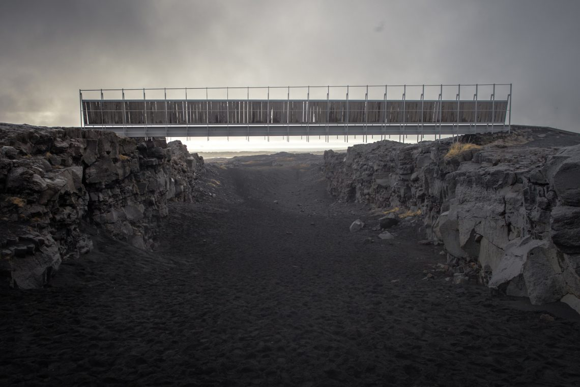 A bridge between two continents // Iceland